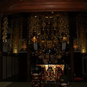 久昌寺ご本尊様と本堂内部